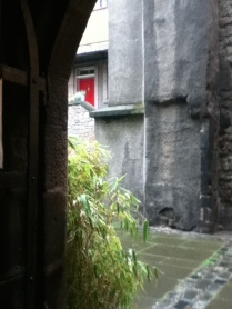 Greenery on this medieval courtyard is close to Edinburgh Castle